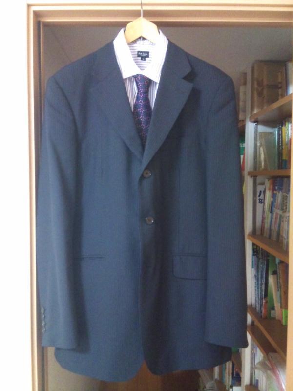 3つボタンのスーツ