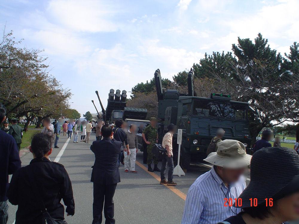 展示戦車の車列