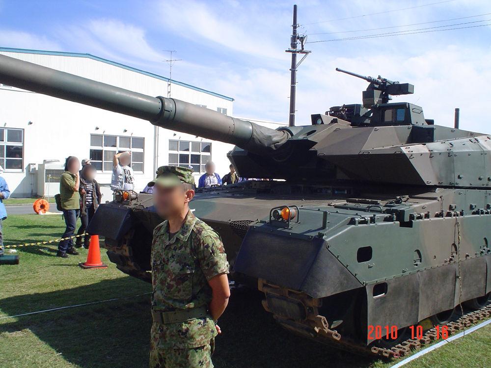 10式戦車全景