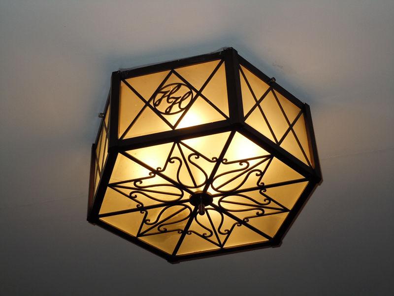 玄関ホール天井の照明