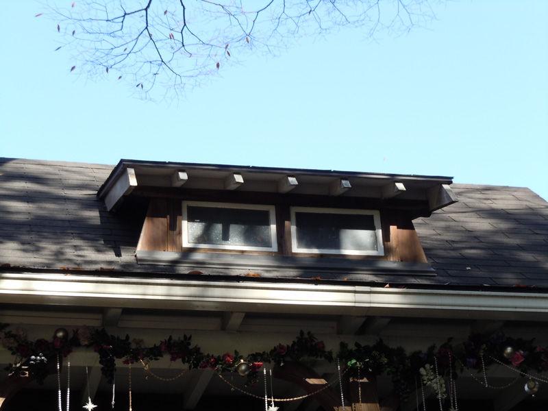 屋根上には明り取りの窓