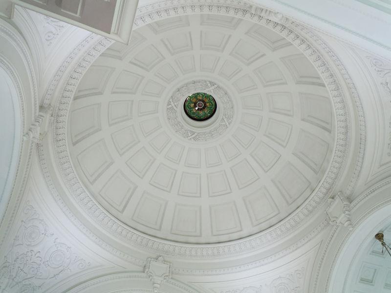 天井はドームになっています