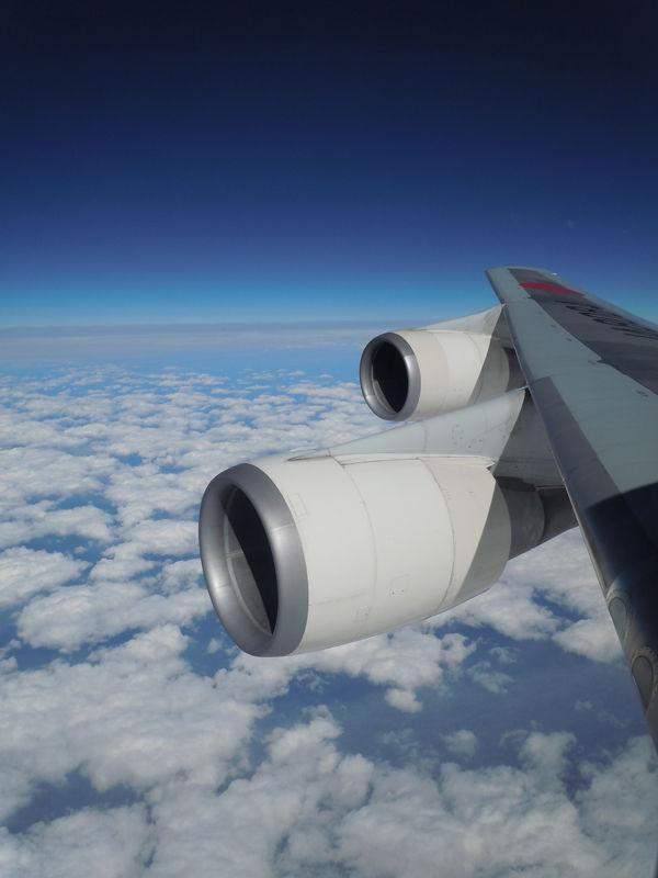 翼についた2基のエンジン