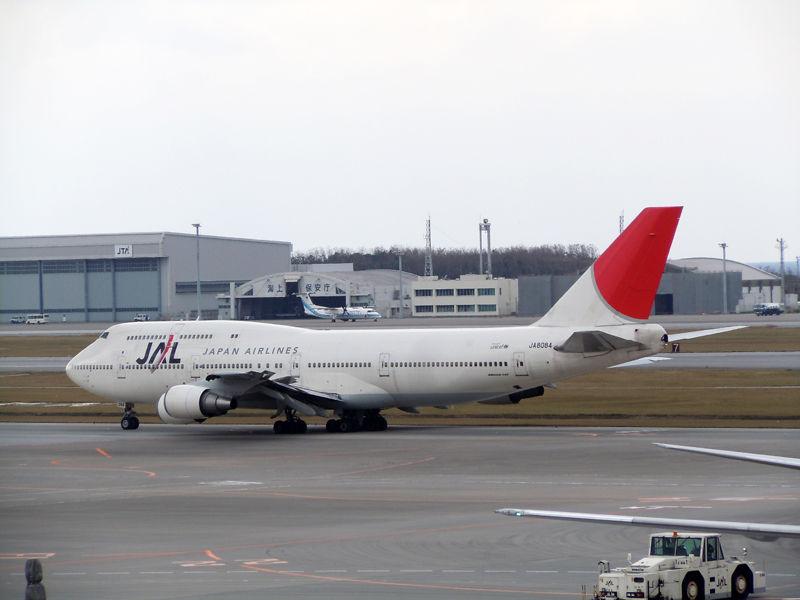 羽田へ出発するJL910便