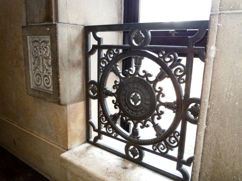 法輪をモチーフにした東洋的なデザイン
