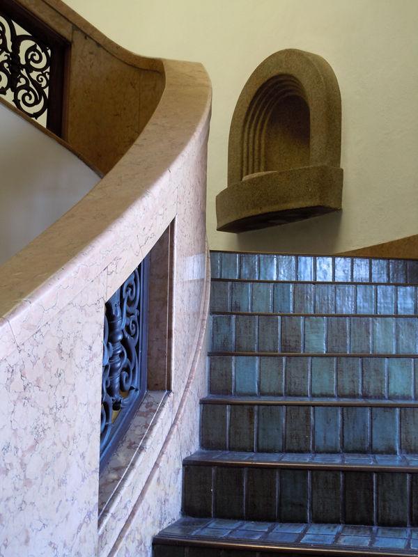 正面玄関の真上の部分に貴賓室(非公開)がある