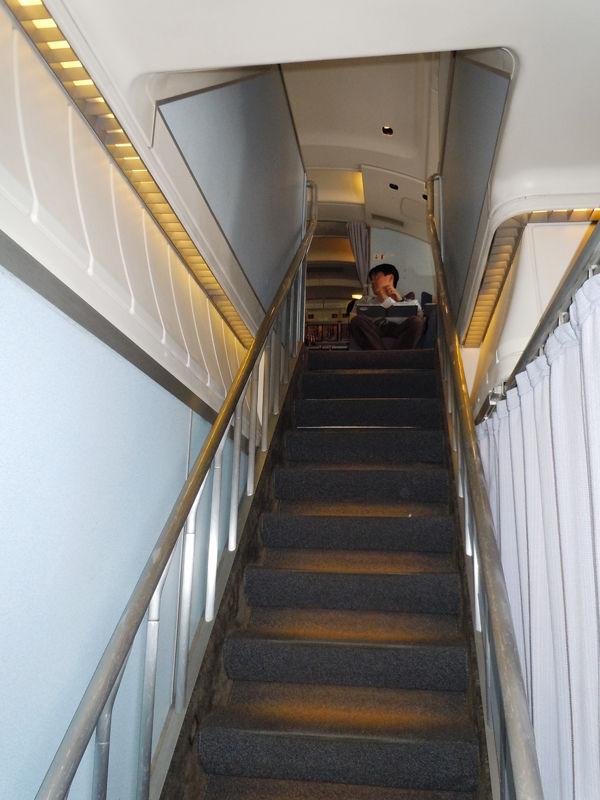 2階席までの機内階段
