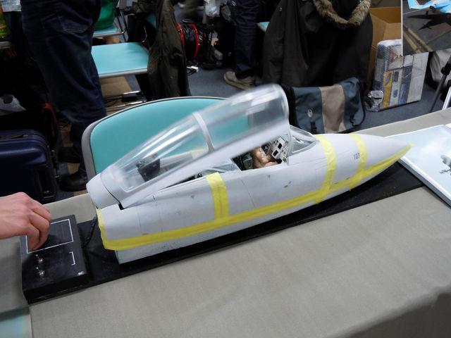 キャノピーが開閉するF-14Aのコクピット周りのモデル(試作品展示)