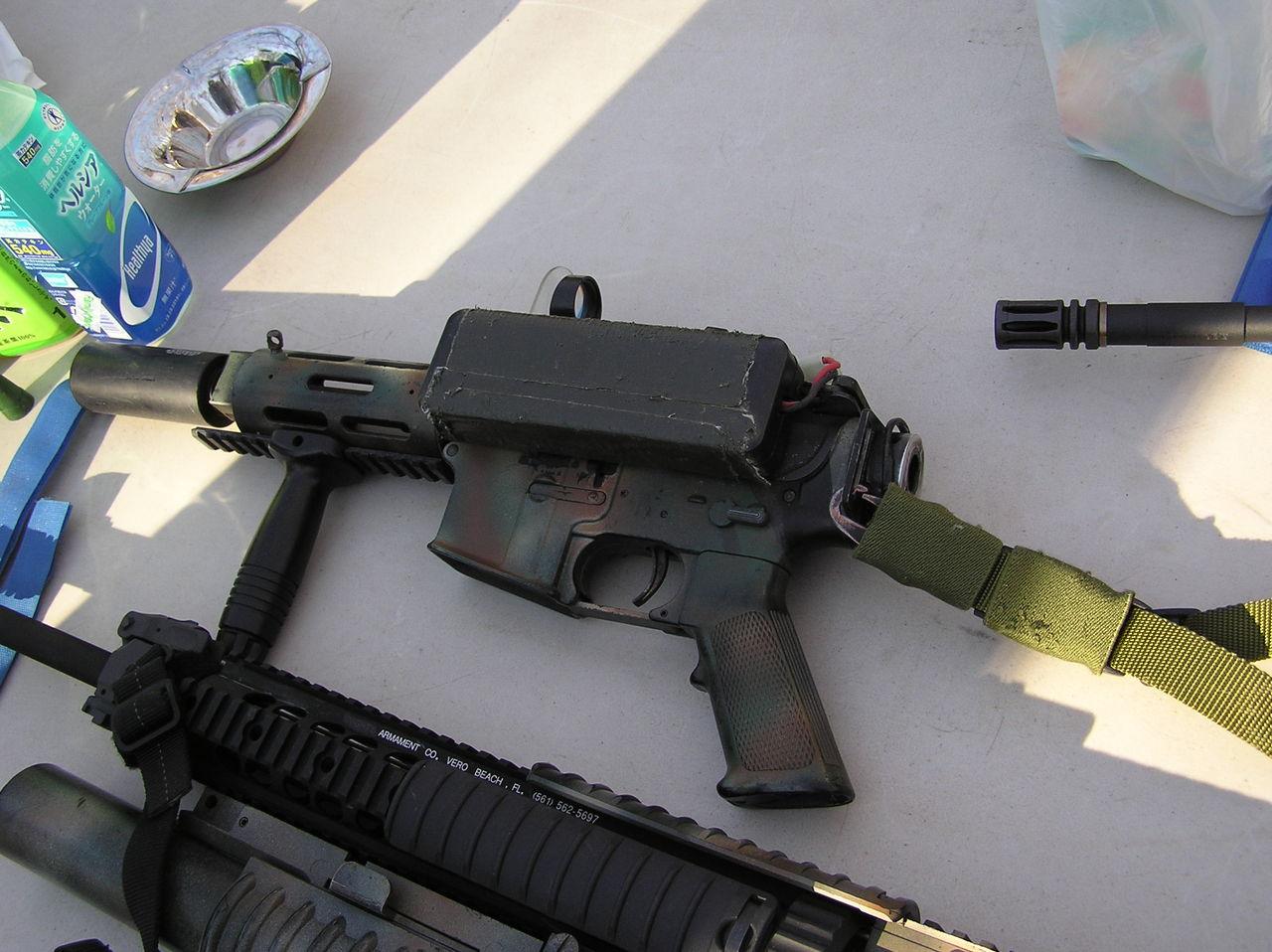 拳銃サイズ+ラージバッテリーのM16
