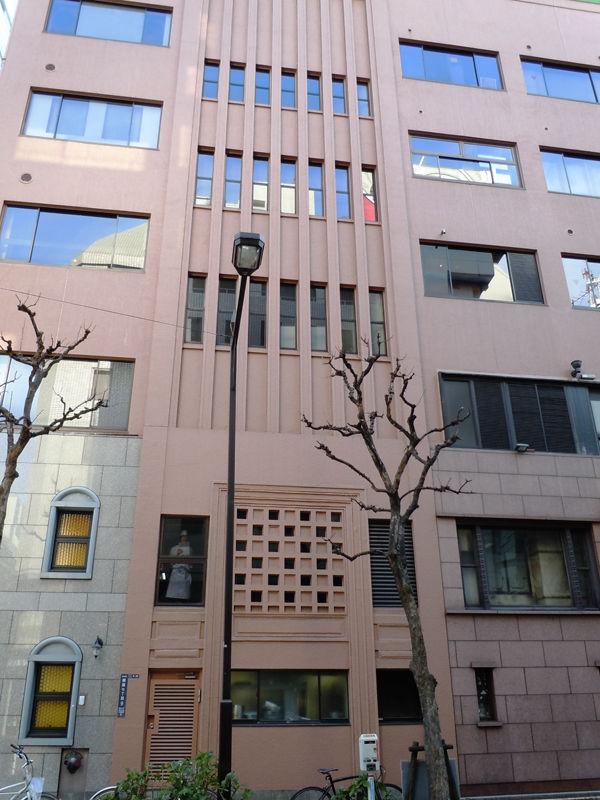 1978(昭和53)年に建物全体が改装されており、側面ではこの階段室ぐらいしか当時の面影は残されていない