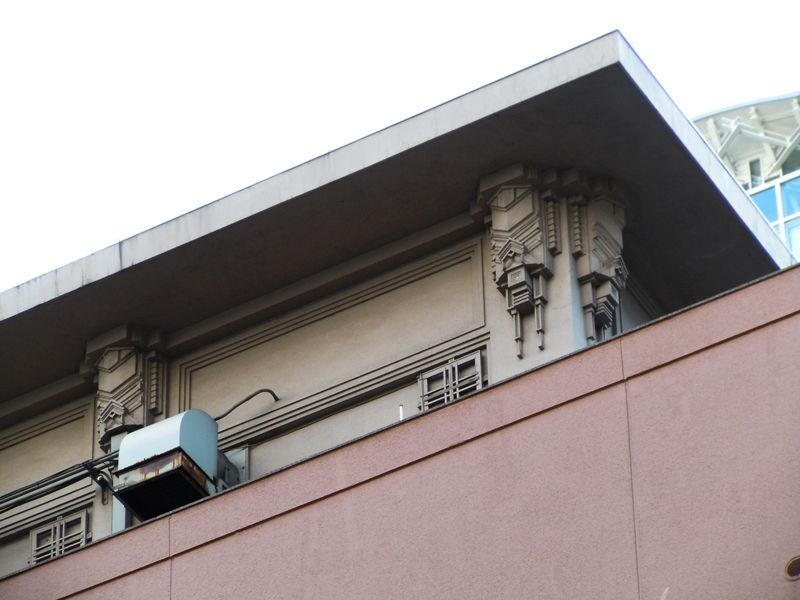 当時の面影を残す屋上の建家部分