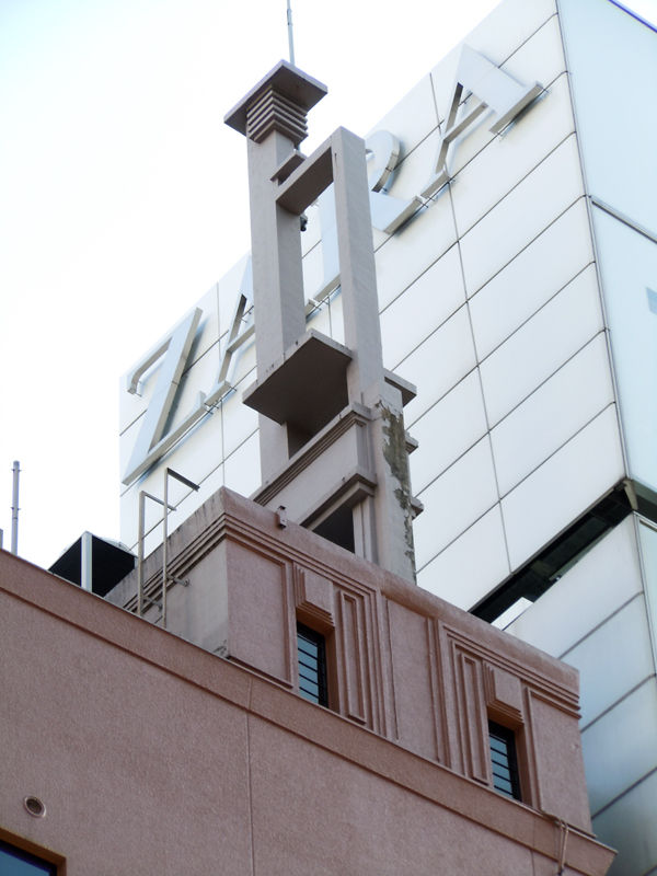 当時の面影を残す屋上の塔