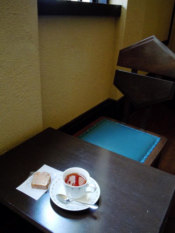 見学料400円に200円プラスするとホールでお茶とお菓子がいただける