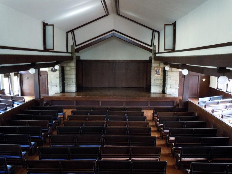 ライト設計の校舎とデザインを共通化させた空間が素敵です。