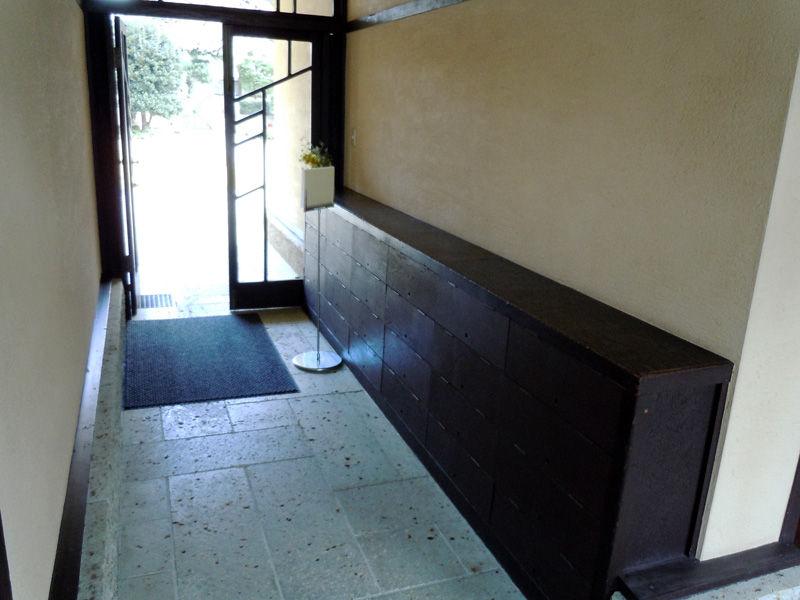 昇降口。下に敷いている大谷石は、保存修復工事の際に取り替えられたものです。