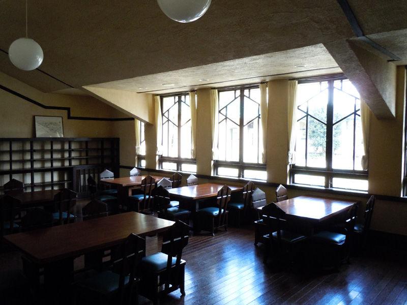 廊下の左側にある教室