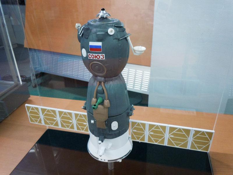 野口聡一さんが搭乗したソユーズTMA型の模型