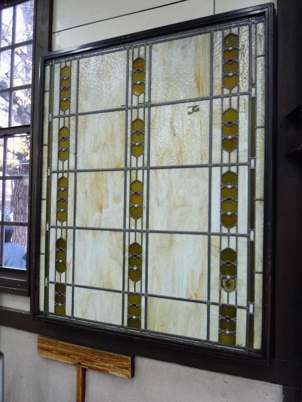 改札口の横のステンドグラス