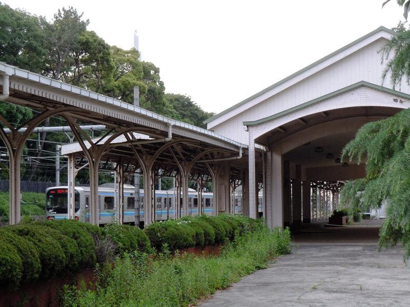 原宿駅側部昇降場、通称「宮廷ホーム」