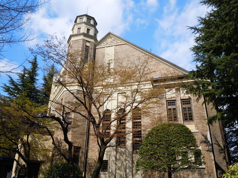 塔が印象的なこの建物。木立との関係もあいまって、ヨーロッパ的な雰囲気です。