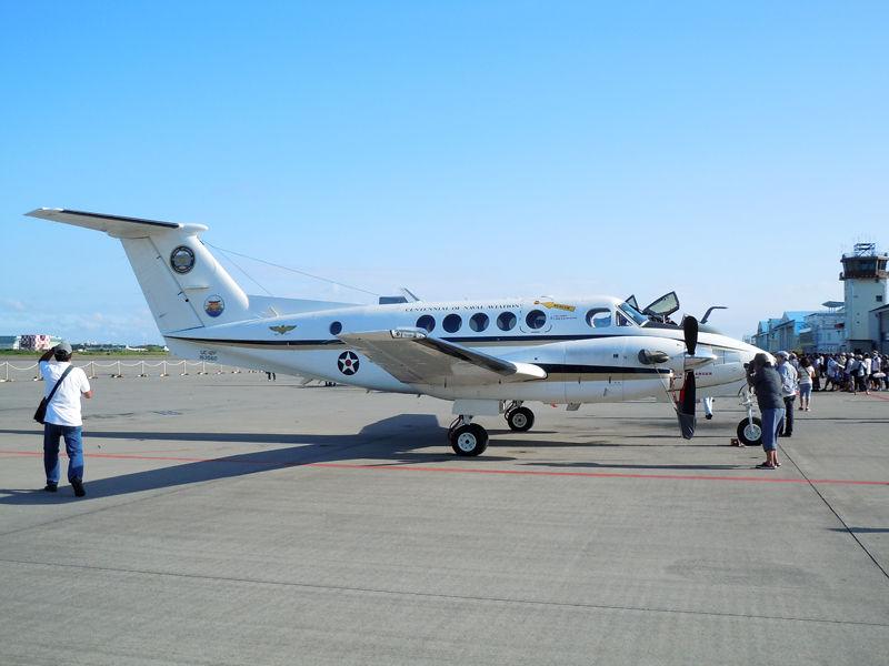 厚木ベースフライトの多目的機C-12ヒューロン