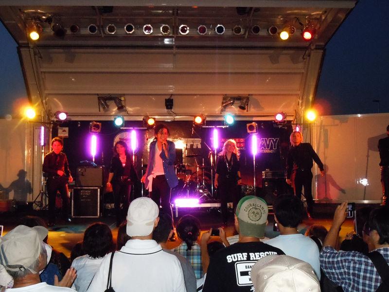軍のアマチュアバンドらによる野外ステージイベント
