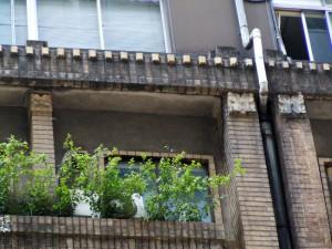 アルミサッシの窓がある階は、後年に増築された部分