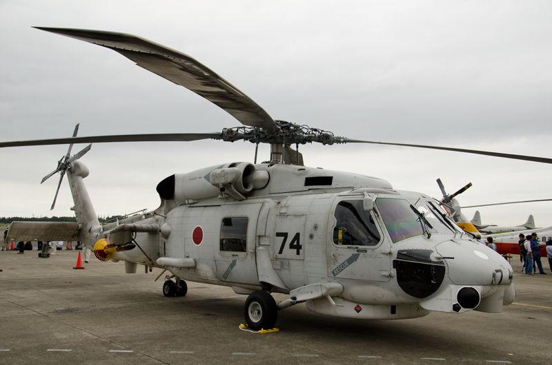 千葉県の館山基地から第21航空隊の対潜哨戒ヘリコプターSH-60K(8274号機)