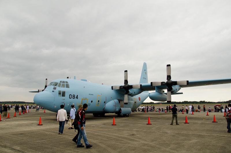 愛知県の小牧基地(県営名古屋空港と共用)から第401飛行隊のC-130H(05-1084号機)