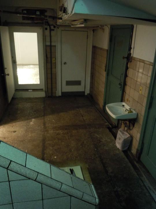 かつての男女別共同浴場の跡