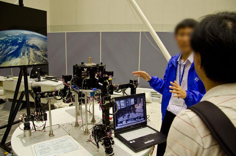 宇宙ステーションなどの外部で用いる多脚ロボットのスタディモデル
