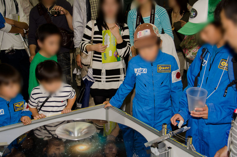 小惑星探査機「はやぶさ(MUSES-C)」が成功させた「地球スイングバイ」の原理を判りやすく示した実験装置
