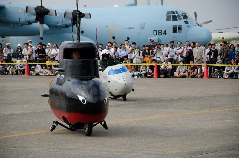 潜水艦を追尾するP-3C
