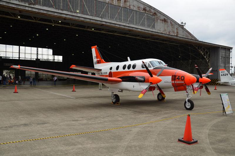徳島基地(徳島阿波おどり空港と共用)の第202教育航空隊に所属するTC-90(6840号機)