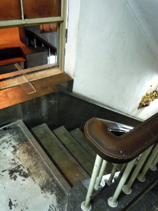 ふたつの階段室を隔てる壁