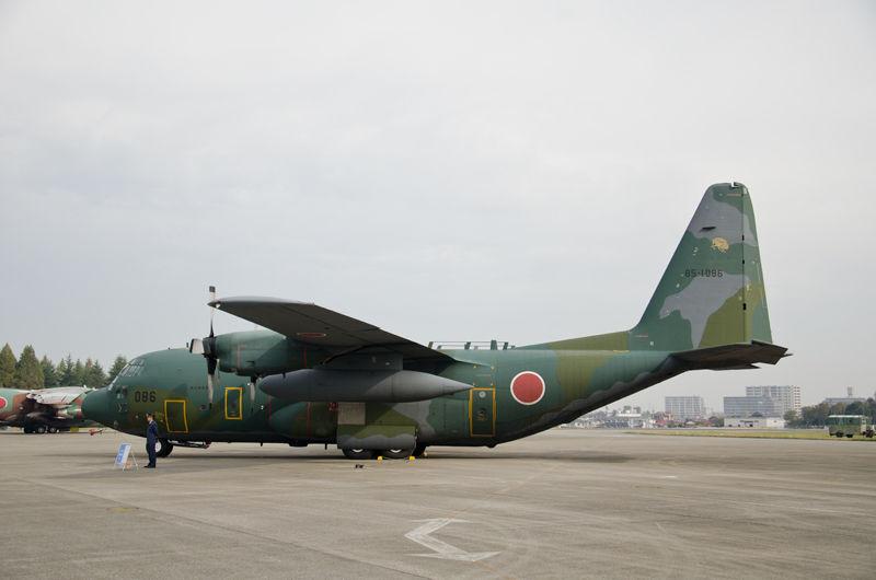 愛知県の小牧基地からやってきた第401飛行隊のC-130H(85-1086)