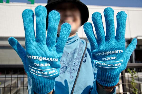 イベントに参加した方には、お揃いの青い手袋が配られて「手を振ってお見送りしてください」という趣向