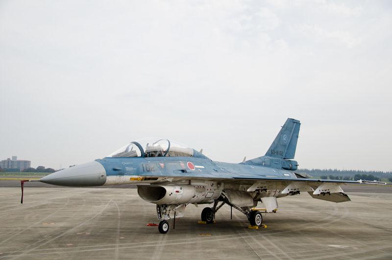岐阜基地の飛行開発実験団から飛来したF-2B試作2号機(63-8102)
