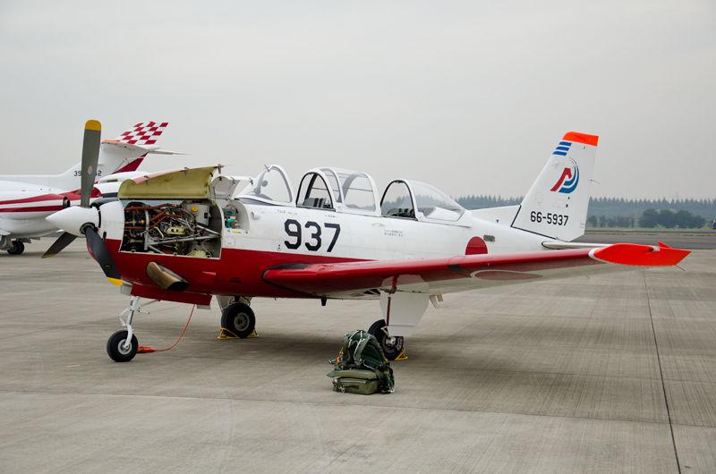 静岡県の静浜基地から初等練習機・第11飛行教育団のT-7(66-5937)