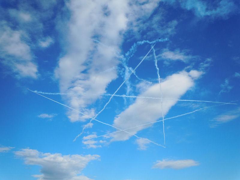 昨年の入間航空祭でのスタークロス。ほんとはこんなにきれいなのに……