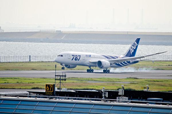 待ちに待った、全日空への納入1号機が羽田空港へ到着
