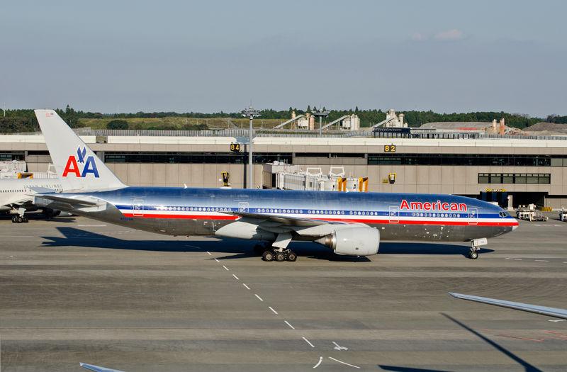 機体表面が金属でなくなるとアメリカン航空のベアメタル塗装はB787ではどうなる?