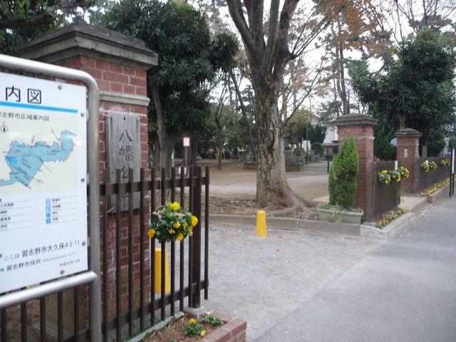 八幡公園にある旅団の門