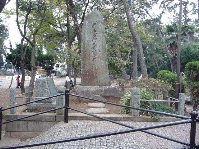 八幡公園にある、習志野騎兵旅団発祥の地という石碑