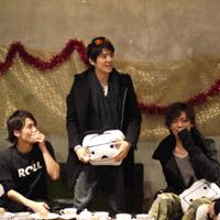 ミュージカル「聖闘士星矢」、ニコニコ本社で青銅聖闘士とゴースト聖闘士が大バトル