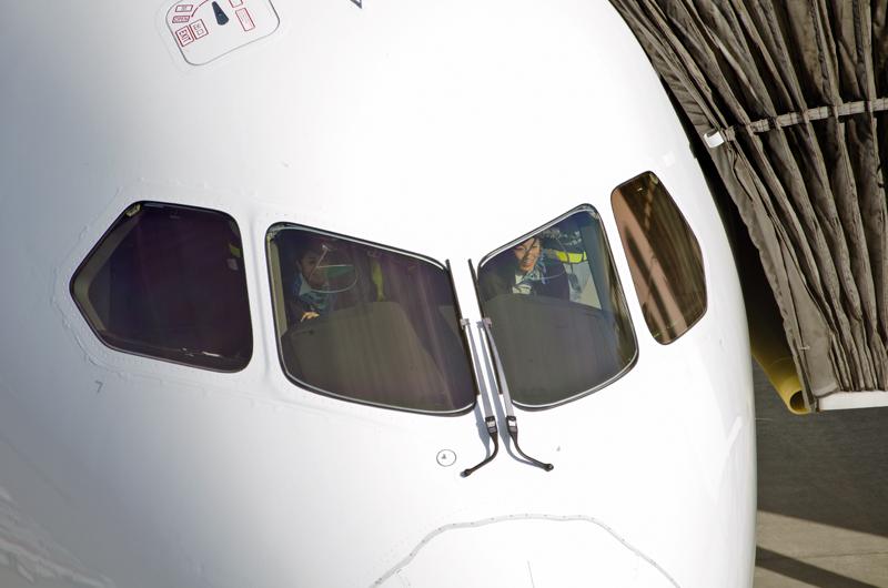ボーイングの旅客機では初めてヘッドアップディスプレイ(HUD)が標準装備