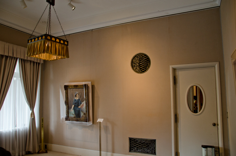 妃殿下寝室のラジエータカバーは妃殿下ご自身のデザイン
