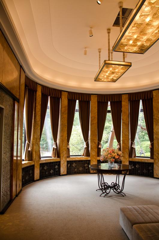大食堂はアール・デコの結晶のような内装