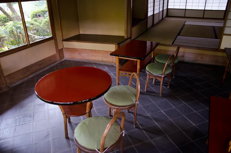 「光華」は戦前の茶室としては珍しく、広い椅子席がある