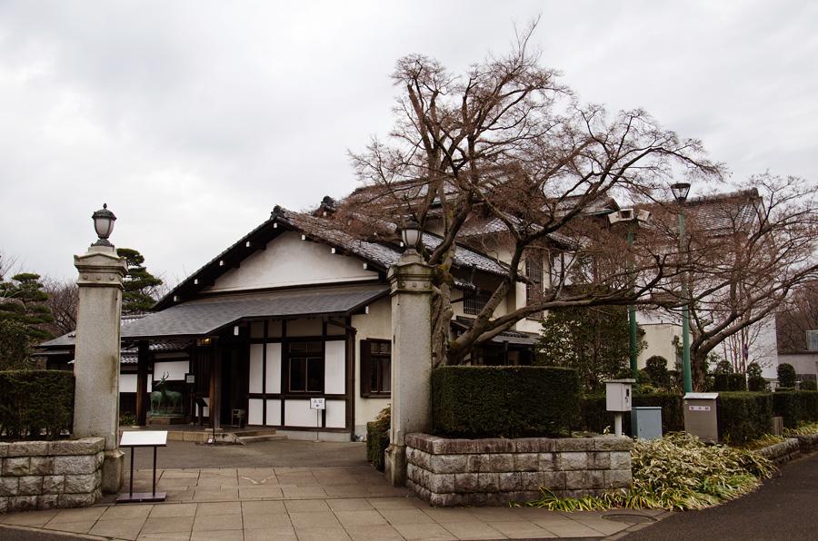 門構えも含めて再現された三井邸